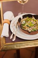 Europe/France/Limousin/19/Corrèze/Brive-la-Gaillarde:  Petits encornets sautés avec les légumes cuits au wok, recette de Francis Tessandier - restaurant: Chez Francis