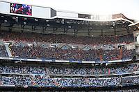 MADRI, ESPANHA, 23.04.2014 - LIGA DOS CAMPEOES DA EUROPA - REAL MADRID X BAYERN DE MUNIQUE - <br /> Torcedores durante partida entre Real Madrid e Bayern de Munique em partida da semifinal da Liga dos Campeões da Europa no estádio Santiago Bernabeu, em Madri, Espanha. (Foto: Cesar Cebolla / Alfaqui / Brazil Photo Press).