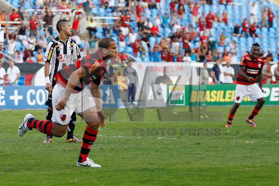 RIO DE JANEIRO, RJ - 18 DE SETEMBRO DE 2011 - BRASSILEIR&Atilde;O - BOTAFOGO X FLAMENGO - Jael do Flamengo comemora seu gol durante a partida, v&aacute;lida pela 24&ordf; rodada do Campeonato Brasileiro, no est&aacute;dio Engenh&atilde;o, na zona norte do Rio de Janeiro, neste domingo(18).<br /> FOTO: RUDY TRINDADE/NEWSFREE