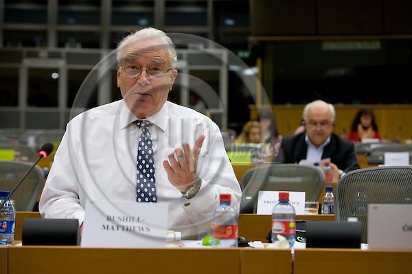 BRUSSELS - BELGIUM - 23 JANUARY 2008 -- British MEP Philip BUSHILL-MATTHEWS. In the background Danish MEP Ole CHRISTENSEN.  Photo: Erik Luntang/EUP-IMAGES/