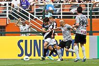 ATENÇÃO EDITOR: FOTO EMBARGADA PARA VEÍCULOS INTERNACIONAIS SÃO PAULO,SP,27 OUTUBRO 2012 - CAMPEONATO BRASILEIRO - CORINTHIANS x VASCO -Juninho  jogador do Vasco durante partida Corinthians x Vasco válido pela 33º rodada do Campeonato Brasileiro no Estádio Paulo Machado de Carvalho (Pacaembu), na região oeste da capital paulista na tarde deste sabado (27).(FOTO: ALE VIANNA -BRAZIL PHOTO PRESS).
