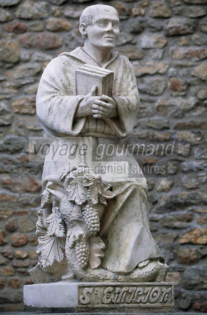 Europe/France/Bretagne/56/Morbihan/Vannes: Les remparts - Statue de Saint-Emilion originaire de Vannes à l'angle de la rue des Vierges