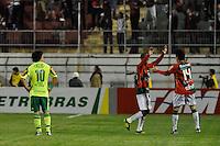 SÃO PAULO, SP, 29 DE AGOSTO DE 2012 - CAMPEONATO BRASILEIRO - PORTUGUESA x PALMEIRAS: Jogadores comemoram terceiro gol da Portuguesa  durante partida Portuguesa x Palmeiras, válida pela 20ª rodada do Campeonato Brasileiro de 2012 no Estádio do Canindé. FOTO: LEVI BIANCO - BRAZIL PHOTO PRESS
