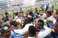 """QUITO - ECUADOR, 20-12-2015: C. S. Emelec de Ecuador se coronó por primera vez en su historia tricampeón consecutivo del Campeonato Ecuatoriano de Fútbol """"Copa Pilsener"""" 2015 tras empatar 0-0 en el juego de vuelta final con Liga de Quito (3-1 global) jugado en el estadio Casa Blanca en la ciudad de Quito. / C.S. Emelec of Ecuador won for first time in its history as consecutive three times champion of Ecuadorian Soccer Championship """"Pilsener"""" 2015 after tying 0-0 in a final second leg match with Liga de Quito (3-1 global) played at Casa Blanca stadium in Quito city . Photo: VizzorImage/ Rolando Enriquez / ACGPHOTO"""