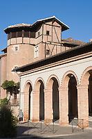 Europe/France/Midi-Pyrénées/81/Tarn/Gaillac: Place du Griffoul, Hotel particulier et halles en brique