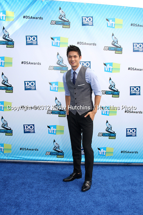 vLos Angeles - AUG 19:  Harry Shum Jr arrives at the 2012 Do Something Awards at Barker Hanger on August 19, 2012 in Santa Monica, CA