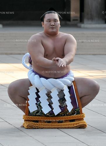 "Hakuho, Tokyo, Japan, January 6, 2012 :Mongolian grand sumo champion Yokozuna Hakuho performs during  the ""ring entering ceremony"" for dedication at Meiji Shrine, Tokyo, Japan, on January 6, 2012. (Photo by AFLO)"