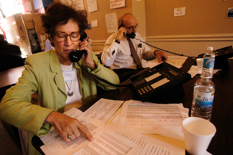 Judy Mays, from Washington, DC, and Fred Block, from Silver Spring, work the phones in shifts for the Kerry campaign at a Capitol Hill phone bank at 511 C St. NE.