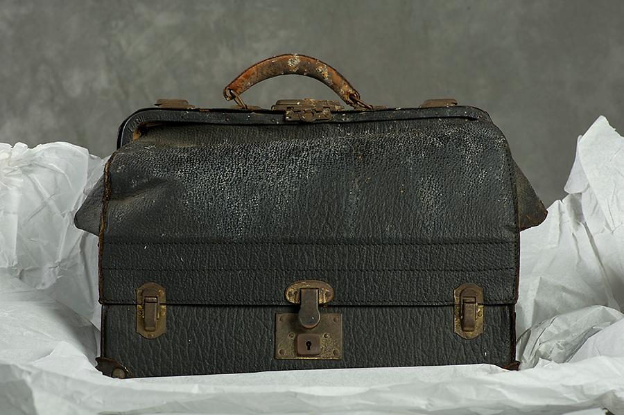 Willard Suitcases / William R / ©2016 Jon Crispin