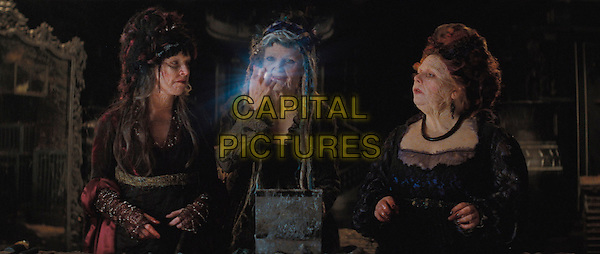 SARAH ALEXANDER, MICHELLE PFEIFFER & JOANNA SCANLAN.in Stardust   .**Filmstill - Editorial Use Only**.CAP/FB.Supplied by Capital Pictures