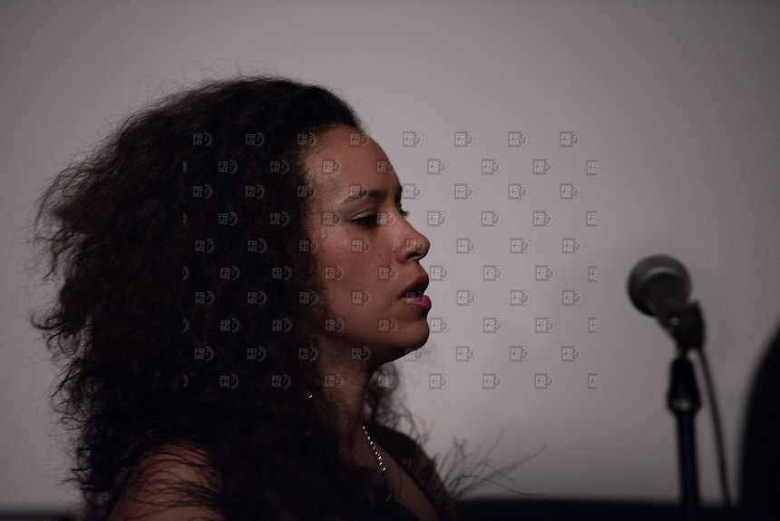 CIUDAD DE MEXICO, D.F. 23 Febrero.-  La cantante argentina, La Yegros durante su concierto en el Cine Tonalá de la Ciudad de México, el 23 de febrero de 2015.  FOTO: ALEJANDRO MELENDEZ