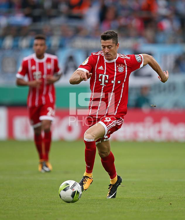 12.08.2017, Football DFB Pokal 2017/2018, 1. round, Chemnitzer FC - FC Bayern Muenchen, stadium an Gellertstrasse. Robert Lewandowski (Bayern Muenchen)  *** Local Caption *** &copy; pixathlon<br /> <br /> +++ NED + SUI out !!! +++<br /> Contact: +49-40-22 63 02 60 , info@pixathlon.de