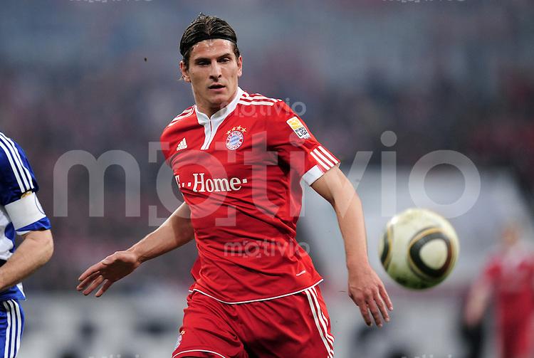 Fussball 1. Bundesliga:  Saison   2009/2010   29. Spieltag   Schalke 04 - FC Bayern Muenchen    03.04.2010 Mario Gomez (FCB)