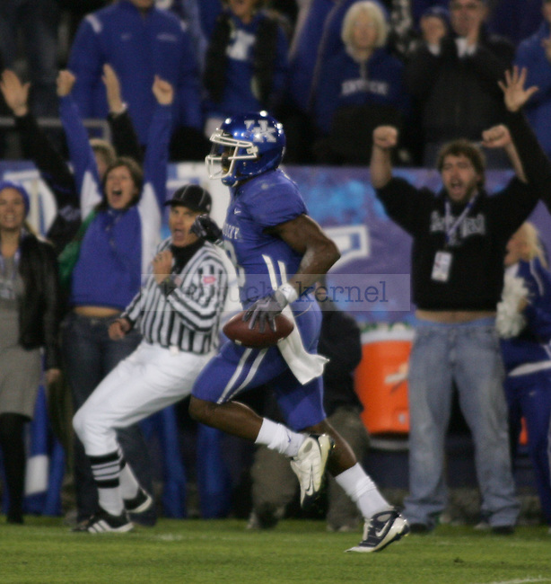 Quarterback/Wide Reciever Randall Cobb makes a touchdown against Louisiana-Monroe in the first quarter at Commonwealth Stadium on Saturday, Oct. 24, 2009. Photo by Adam Wolffbrandt | Staff