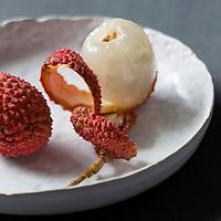 Gastronomie générale, Litchis // Gastronomy, Lychee (Litchi chinensis)   - Stylisme : Valérie LHOMME