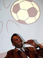 """SAO PAULO, 27 DE JULHO DE 2012. RELANÇAMENTO DO GIBI DO PELEZINHO. O ex jogador Pelé  durante a  apresentaçao da nova coleção de gibis do """"Pelezinho"""" no Museu do Futebol em São Paulo. FOTO:  ADRIANA SPACA - BRAZIL PHOTO PRESS"""