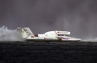 U-9, driver Mike Hanson..Hydros-PROP Bayfair,San Diego,CA,USA 9.17.2000.©F.Peirce Williams 2000..