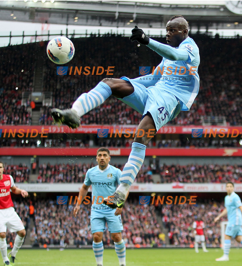 Manchester Citys Mario Balotelli in action..Arsenal v Manchester City, Barclays Premier League, at the Emirates, London. 8th April 2012.--------------------.Sportimage +44 7980659747.picturedesk@sportimage.co.uk. .Foto Insidefoto / ITALY ONLY