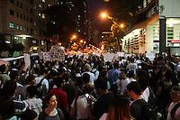 RIO DE JANEIRO; RJ; 17 DE JUNHO 2013-  Manifestantes se dirigem pela Av. Rio Branco da Candelária rumo à Cinelândia no centro do Rio de Janeiro, na tarde noite desta segunda-feira para mais um dia de protesto contra o aumento da passagem e gastos da Copa do Mundo. FOTO: NÉSTOR J. BEREMBLUM - BRAZIL PHOTO PRESS.