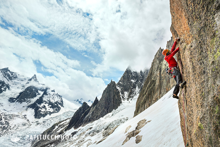 Climber on the route Bienvenue au George 5, 6a+, above the Envers Hut, Chamonix, France