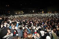 Napoli oltre centomila persone per il tributo a pino Daniele in Piazza Plebiscito