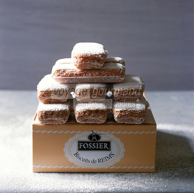 Europe/France/Champagne-Ardenne/51/Marne/Reims: Bicuits de Reims , biscuits roses de chez Fossier - Stylisme : Valérie LHOMME //  Europe/France/Champagne-Ardenne/51/Marne/Reims: Bicuits de Reims , biscuits roses de chez Fossier - Stylisme : Valérie LHOMME