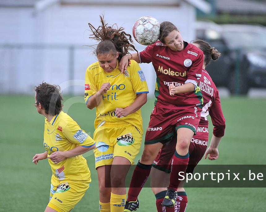 Dames Zulte Waregem - WB Sinaai Girls : kopduel met Athina Vercaemer (rechts) en Bo Heyse<br /> foto David Catry / VDB
