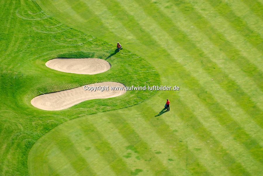Golf: EUROPA, DEUTSCHLAND, SCHLESWIG- HOLSTEIN, OSTSTEINBEK, (GERMANY), 19.09.2007: zwei Golfer , Personen, Golfplatz, Bunker, Luftbild, Luftansicht, Aufwind-Luftbilder.. c o p y r i g h t : A U F W I N D - L U F T B I L D E R . de.G e r t r u d - B a e u m e r - S t i e g 1 0 2, 2 1 0 3 5 H a m b u r g , G e r m a n y P h o n e + 4 9 (0) 1 7 1 - 6 8 6 6 0 6 9 E m a i l H w e i 1 @ a o l . c o m w w w . a u f w i n d - l u f t b i l d e r . d e.K o n t o : P o s t b a n k H a m b u r g .B l z : 2 0 0 1 0 0 2 0  K o n t o : 5 8 3 6 5 7 2 0 9.C o p y r i g h t n u r f u e r j o u r n a l i s t i s c h Z w e c k e, keine P e r s o e n l i c h ke i t s r e c h t e v o r h a n d e n, V e r o e f f e n t l i c h u n g n u r m i t H o n o r a r n a c h M F M, N a m e n s n e n n u n g u n d B e l e g e x e m p l a r !.