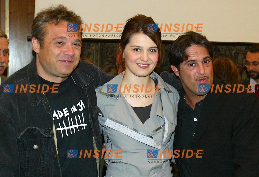 Roma 24/4/2003 Conferenza stampa presentazione concerto del primo maggio 2003. <br /> I tre conduttori, Claudio Amendola, Paola Cortellesi, Marco Baldini.