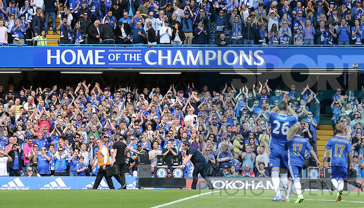 Chelsea's John Terry applauds the fans during the Premier League match at Stamford Bridge Stadium, London. Picture date: May 18th, 2017. Pic credit should read: David Klein/Sportimage