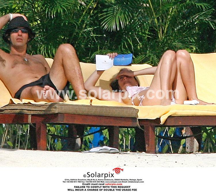 ALL ROUND PICTURES FROM SOLARPIX.COM..Nicole and Natalie Appleton with their mother Mary and Liam Gallagher on 30.05.06 on an island in the Indian Oceabn.  Job Ref: 2435/RMN/PRS. .MUST CREDIT SOLARPIX.COM OR DOUBLE FEE WILL BE CHARGED.