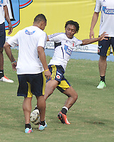 BARRANQUILLA, COLOMBIA -JUNE 09: Los jugadores de la Selección Colombia durante entrenamiento en Barranquilla, Colombia, junio 9 de 2013. Colombia se prepara para el próximo partido contra Perú para la calificificacion a la Copa Mundo FIFA 2014 Brasil. (Foto: VizzorImage / Luis Ramirez / Staff.)  The players of Colombia Team during a training session in Barranquilla, Colombia, June 9, 2013.Colombia preparing for the next game against Peru for the qualifier to 2014 FIFA World Cup Brazil. (Photo: VizzorImage / Luis Ramirez / Staff.)