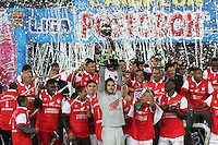 BOGOTA -COLOMBIA, 21-DICIEMBRE-2014. Jugadores del Independiente Santa Fe  levantan la copa que los acredita como campeones de La Liga Postobon 2014-II del futbol colombiano primera division al vencer al Independiente Medellin en partido de la final vuelta jugado en el estadio Nemesio Camacho El Campin de Bogota . /  Independiente Santa Fe  players lift the cup that accredits them as champions of La Liga Postobon II 2014-Colombian first division soccer to win at Independiente Medellin in the final round match played at the  Nemesio Camacho El Campin  stadium in Bogota . Photo / VizzorImage / Felipe Caicedo  / Staff