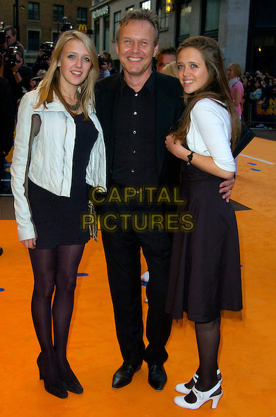 "ANTHONY HEAD & DAUGHTERS.""Run Fat Boy Run"" premiere at the Odeon West End, London, England..September 3rd, 2007.full length dress black suit grey gray jacket shoes  .CAP/CAN.©Can Nguyen/Capital Pictures"