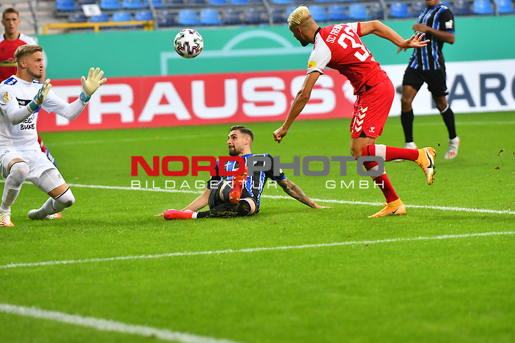 13.09.2020, Carl-Benz-Stadion, Mannheim, GER, DFB-Pokal, 1. Runde, SV Waldhof Mannheim vs. SC Freiburg, <br /> <br /> DFL REGULATIONS PROHIBIT ANY USE OF PHOTOGRAPHS AS IMAGE SEQUENCES AND/OR QUASI-VIDEO.<br /> <br /> im Bild: Vincenzo Grifo (SC Freiburg #32) gegen Marcel Hofrath (SV Waldhof Mannheim #31) und Jan-Christoph Bartels (SV Waldhof Mannheim #23)<br /> <br /> Foto © nordphoto / Fabisch