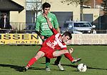 2015-11-01 / voetbal / seizoen 2015-2016 / Berg en Dal - VC Herentals / Yannis Haneveer (voor) (VC Herentals) probeert de bal te controleren onder druk van Seppe Berrevoets (achter) (Berg en Dal)
