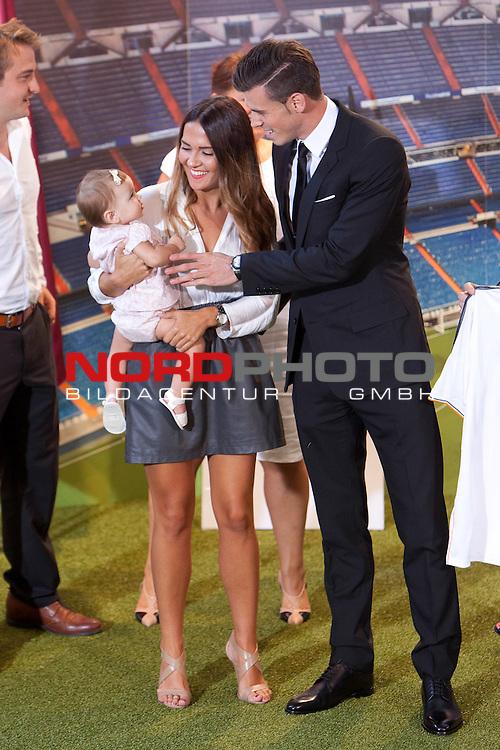 Emma Rhys Jones and Gareth Bale during his official presentation as new player of Real Madrid football club in Santiago bernabeu Stadium in Madrid, Spain.. September 02, 2013. Foto © nph / Caro Marin)