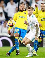 Real Madrid's Toni Kroos (r) and UD Las Palmas' Alberto Aquilani during La Liga match. November 5,2017. (ALTERPHOTOS/Acero)