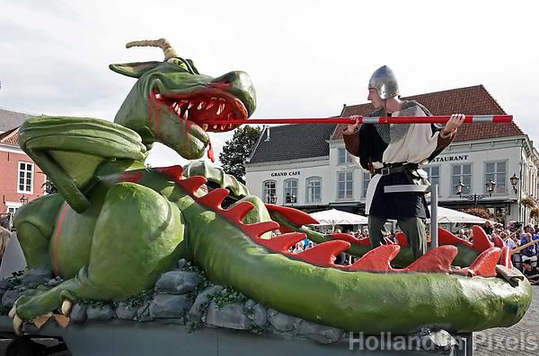 Nederland - Bergen op Zoom - 16 september 2018. Sint Joris en de Draak. Religieus erfgoed.   Op zondag 16 september 2018 vindt in Bergen op Zoom de Brabant Stoet plaats. Dit is een grootst opgezet festival van de lopende cultuur. Deze vorm van cultuur is kenmerkend voor Brabant. In de Brabant Stoet zijn zo'n honderd vormen van lopende (en rijdende) cultuur te zien zoals gilden, fanfares,  reuzen, ommegangen en carnavalwagens. De Brabant Stoet wordt samengesteld met groepen uit zowel Noord-Brabant als Vlaams- en Waals-Brabant.   Foto Berlinda van Dam / Hollandse Hoogte