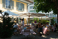 "CHE, Schweiz, Kanton Bern, Berner Oberland, Thun: Cafe und Restaurant ""Waisenhaus"" in der Innenstadt 