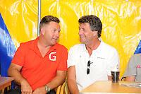 SKÛTSJESILEN: GROU: 17-07-2015, Traditionele loting voor de wedstrijden bij De Veenhoop en Earnewâld, Douwe Azn Visser (Grou) naast neef Douwe Jzn Visser (Sneek), ©foto Martin de Jong