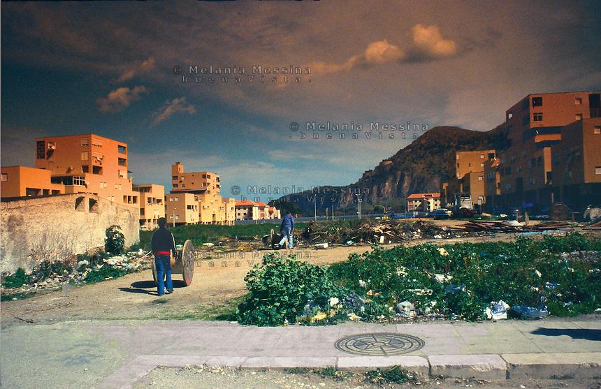 The ZEN ( which stands for expanded Northern area) is one of the most economically deprived suburb of the city.<br /> Il quartere Zen (zona espansione nord) di Palermo ? una delle aree pi? degradate della citt?.
