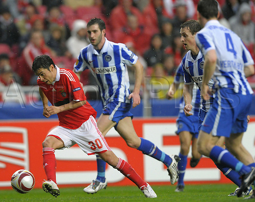 Benfica's Javier Saviola (L) controls the ball during UEFA Europa League's round of 32 second leg Benfica Lisbon vs Hertha BSC Berlin in Lisbon, Portugal, 23 February 2010. Photo: SOEREN STACHE /Actionplus. Editorial UK Licenses Only