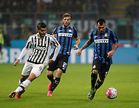 Calcio, Serie A: Inter vs Juventus. Milano, stadio San Siro, 18 ottobre 2015. <br /> FC Inter's Gary Medel, right, is chased by Juventus&rsquo; Alvaro Morata during the Italian Serie A football match between FC Inter and Juventus, at Milan's San Siro stadium, 18 October 2015. The game ended 0-0.<br /> UPDATE IMAGES PRESS/Isabella Bonotto