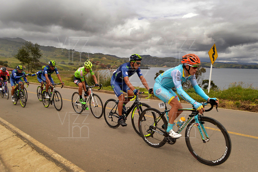 BOYACA - COLOMBIA: 08-09-2016. Aspecto del lote de ciclistas durante la segunda etapa de la 38 versión de la vuelta Ciclista a Boyaca 2016 que se corre entre  Pesca y Aquitania y Sogamoso. La prueba se corre entre el  7 y el 11 septiembre de 2016./ Aspect of the cyclists' peloton during the second stage of the Vuelta a Boyaca 2016 that took place between villages of Pesca and Aquitania. The race is held between 7 and 11 of September of 2016 . Photo:  VizzorImage/ José Miguel Palencia / Liga Ciclismo de Boyaca