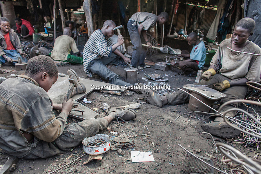 The neighborhood of Bamako (Mali) blacksmiths is located at the foot of the hill near the market Dossolo Traore. Here, locksmiths beat the iron from dawn to dusk modeling it according to several forms: wheelbarrows, nails, tools, safety deposit boxes, trunks ... The blacksmiths are often just kids, they handed down the craft from father to son, and they work in extremely precarious conditions.