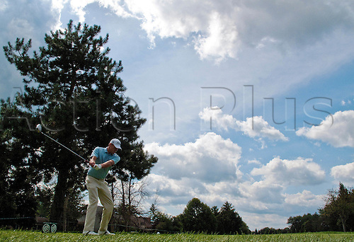 1 August 2009: Nick Watney tees off the fifth hole in the third round of the Buick Open PGA Tour golf tournament, at Warwick Hills Golf & Country Club, in Grand Blanc, MI. (Photo: Tony Ding/ActionPlus) UK Licenses Only