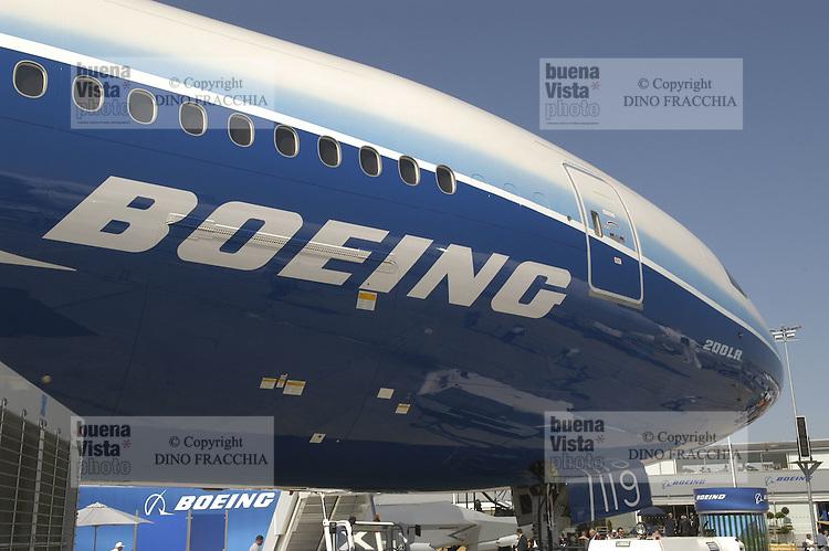 - airliner Boeing 787 Dreamliner <br /> <br /> - aereo di linea Boeing 787 Dreamliner