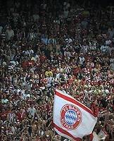 FUSSBALL   CHAMPIONS LEAGUE   SAISON 2011/2012  Qualifikation  23.08.2011 FC Zuerich - FC Bayern Muenchen FC Bayern Muenchen Fans mit Fahne im Zuericher Lezigrund Stadion
