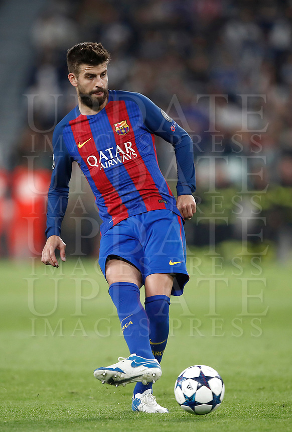 Football Soccer: UEFA Champions UEFA Champions League quarter final first leg Juventus-Barcellona, Juventus stadium, Turin, Italy, April 11, 2017. <br /> Barcellona's Gerard Piqué in action during the Uefa Champions League football match between Juventus and Barcelona at the Juventus stadium, on April 11 ,2017.<br /> UPDATE IMAGES PRESS/Isabella Bonotto